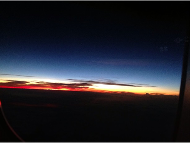 The most beautiful sunset ever on my BNE-LAX flight / O por-do-sol mais lindo do mundo no voo de Brisbane para Los Angeles