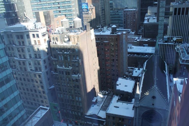 View from my hotel room, note the snow-covered roofs / Vista do meu quarto do hotel, reparem na neve nos telhados